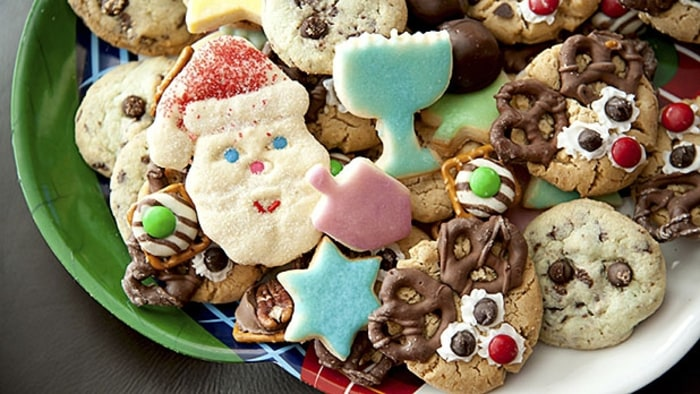 mj-618_348_holiday-eating-your-body-on-a-plate-of-cookies